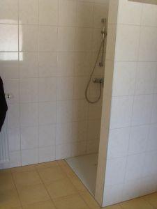 wir haben zwar auch einen zweiten lichtauslass auf hhe der dusche gemacht aber im sommer ist es schon ziemlich d da man trotzdem das licht einschalten - Dusche Mauern Hohe